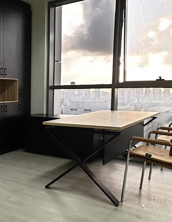 שולחן משרדי מעוצב לעורך דין
