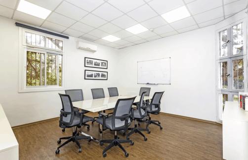 חדר ישיבות למשרד